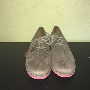 New Mossimo Supply Co. Oxfords size7.5color taupe.